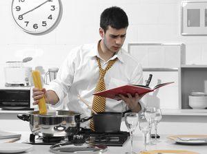 фото на мужчина кухне